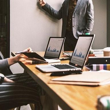 Szukasz odpowiedzi na pytanie, jaki jest koszt rekrutacji? Z artykułu dowiesz się, jak szybko obliczyć koszt procesu zatrudnienia pracownika.